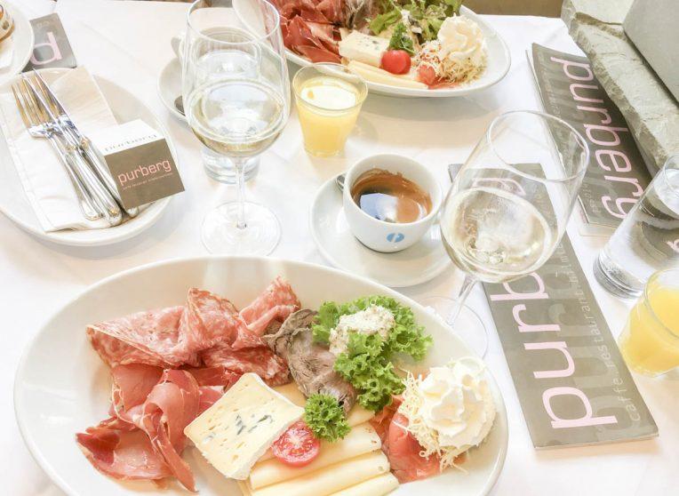 Frühstück im Hilmteichschlössl (Purberg), Graz